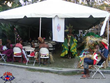 Haiti Star Parade, Mannequins Sous La Tente