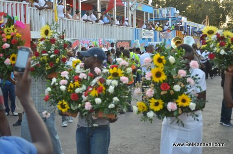 Haiti Kanaval 2015 - Mardi, anpil gerbes de fleurs pou sonje moun ki mouri yo